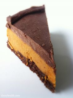 Vegan peanut butter cup cheesecake: this recipe is no bake, gluten free, refined sugar free & easy!