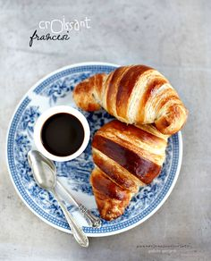 Breakfast food photography croissant ideas for 2019 Croissants, Sweet Recipes, Real Food Recipes, Yummy Food, Breakfast Photography, Food Photography, Breakfast Time, Breakfast Recipes, Croissant Brioche