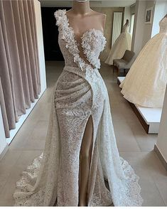 Find images and videos about fashion, style and dress on We Heart It - the app to get lost in what you love. Unique Dresses, Pretty Dresses, Beautiful Dresses, Dinner Gowns, Evening Dresses, Couture Dresses, Fashion Dresses, Elegant Wedding Dress, Wedding Dresses