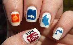 """Social-Media Com""nail art."