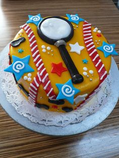 magnifying glass/footprint cake