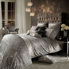***PLEASE NOTE THIS LISTING IS FOR THE DUVET/COMFORTER COVER ONLY, THE DUVET/COMFORTER IS NOT INCLUDED***  The exquisite Esta bedlinen is the stuff of dreams. Set on silver satin and tulle, delicate sequins shimmer across duvet and pillows in a...