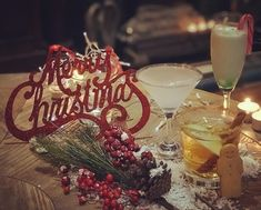 Résultats de recherche d'images pour «christmas cocktails» Christmas Cocktails, Birthday Candles, Images, Cookies, Table Decorations, Home Decor, Search, Crack Crackers, Decoration Home