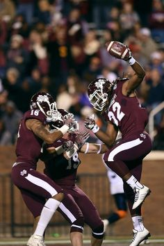 STARKVILLE, MS - NOVEMBER 08: Ashton Shumpert #32 of the Mississippi State Bulldogs celebrates a touchdown against the Tennessee Martin Skyhawks during the third quarter of a game at Davis Wade Stadium on November 8, 2014 in Starkville, Mississippi. (Photo by Stacy Revere/Getty Images)