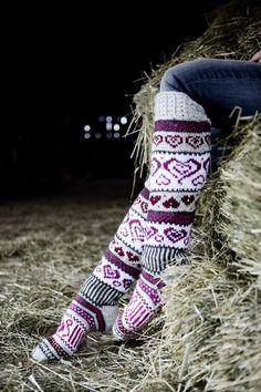 Sinikka's Heart Socks Novita 7 Veljestä Crochet Socks, Knitting Socks, Hand Knitting, Knit Crochet, Lace Patterns, Knitting Patterns, Argyle Socks, Wool Socks, Fair Isle Knitting