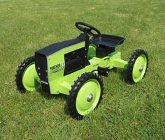 ERTL 4WD Green Steiger Panther Automatic PTA297 Pedal Tractor