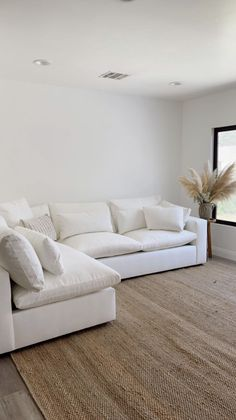 White Bedroom Decor, Home Decor Bedroom, Living Room Decor, Condo Living, Apartment Living, Home And Living, Dream Home Design, House Design, Condominium Interior