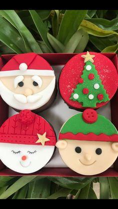 ideas for cupcakes decoration navidad desserts Christmas Cupcake Toppers, Christmas Cake Decorations, Holiday Cupcakes, Christmas Sweets, Christmas Goodies, Fondant Cookies, Fondant Cupcake Toppers, Holiday Baking, Christmas Baking