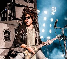 Lenny Kravitz payed a visit to the Ziggo Dome on June the as part of his 'Raise Vibration Tour. Lenny Kravitz, Pop Rock, Rock And Roll, Roxie Roker, Foo Fighters, American Women, Hard Rock, Sexy Men, Theatre