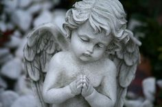 We Heart It 経由の画像 #angel #cute #statue #stone