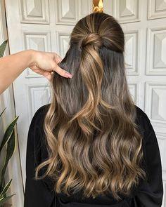 WEBSTA @ glayda - ✨Ombre Hair ✨ com suaves Highlights nos tons Dourado e Caramelo para @sofiatironi! Cor e corte: @glayda | Assistentes: @fabianaasodre @fideleslucas @brunacoroline !!!
