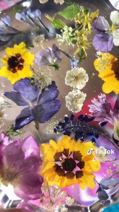Epoxy Resin Art, Diy Resin Art, Diy Resin Crafts, Diy Resin Projects, Fleurs Diy, Paper Flowers, Diy Flowers In Resin, Dry Flowers, Clear Resin