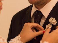 Buquê vintage confeccionado com pérolas sintéticas no fio dourado ou prateado. Pérolas importadas de boa qualidade! Acabamento feito em rendas e cetim com bordados de missangas de pérola, laço e pequeno broche (opcional).    Casamento ou bodas de pérolas (30 anos)    PARA FECHAR COM CHAVE DE OURO...
