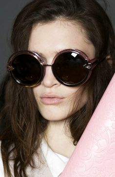 LE FASHION BLOG KAREN WALKER SUNGLASSES FW FALL WINTER 2013 BACKSTAGE OVERSIZED ROUND CLEAR PINK ORBIT SUNGLASSES PINK CLUTCH NUDE LIPS TEE TSHIRT TRENCH JACKET photo LEFASHIONBLOGKARENWALKERSUNGLASSESFWFALLWINTER2013BACKSTAGEOVERSIZEDROUNDCLEARPINKORBITSUNGLASSESPINKCLUTCHNUDELIPSTEETSHIRTTRENCHJACKET.png