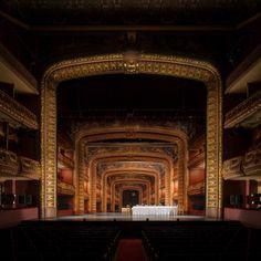 """""""Hamlet"""", Teatro São Luiz, Lisboa, Cenografia: José Capela. (www.malavoadora.pt)"""