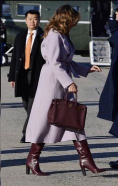 Fashion Notes: Melania Trump Is Chic in Lilac Ralph Lauren, Bordeaux Hermès First Lady Melania Trump dashed out of the White House on Friday, alongside President Trump and their son Barron, in lilac and bordeaux. Fashion Looks, Beauty And Fashion, Fashion Week Paris, Fashion 2020, Teddy Coat Womens, Milania Trump Style, Mode Outfits, Fashion Outfits, Ladies Fashion
