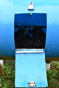 Make a Cheap DIY Compost Bin (That Actually Works) - It's a Husband Thing 55 Gallon Plastic Drum, Plastic Drums, Making A Compost Bin, How To Make Compost, Diy Compost Tumbler, Tumbling Composter, Yard Waste, Hybrid Tea Roses, Husband