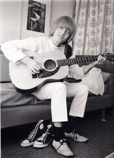 Brian Jones - Spirit of '76 The Rolling Stones, Brian Jones Rolling Stones, Anita Pallenberg, Patti Hansen, Rolling Stones Guitarist, Rollin Stones, Acoustic Guitar Lessons, Guitar Songs, Charlie Watts