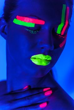 UltraViolet, by Linda Leitner, www.lindaleitner.com, Ultra Violet (UV) Shooting, photography, model, fashion, studio