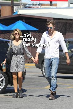 Sarah Hyland Shows Off Her New Haircut While Shopping With Boyfriend Dominic Sherwood!