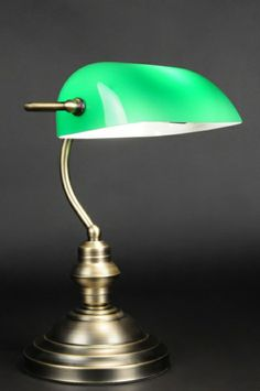 tafellamp 80573: Notarislamp in geschuurd brons en met groen glas. Voorzien van bronskleurige snoerschakelaar. Geschikt voor gloeilamp max. 40w e27 of energiezuinige compacte spaarlamp. Het glas is een natuurproduct wat bestaat uit zand en soda, tevens handmatig gemaakt. Het is helaas onvermijdelijk dat in het glas wat oneffenheden en luchtbelletjes zitten. Dit is normaal bij dit artikel; geen enkel glas is zonder deze oneffenheden.