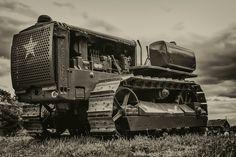 semitrckn: Caterpillar D-Day survivor Caterpillar Pictures, Caterpillar D4, Caterpillar Equipment, Antique Tractors, Vintage Tractors, Old Tractors, Used Construction Equipment, New Tractor, Crawler Tractor