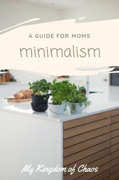 Minimalism: A Guide for Moms - My Kingdom of Chaos Minimalist Parenting, Minimalist Kids, Becoming Minimalist, Minimalist Lifestyle, Minimal Living, Minimal Home, Simple Living, Entrepreneur, Home Management