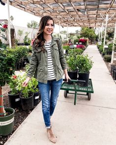 4 Casual Olive Green Jacket Outfits For Women - Spring Outfits - Jackets Dress Outfits, Fall Outfits, Casual Outfits, Casual Clothes, Women's Casual, Olive Outfits, Casual Wear, Mom Outfits, Olive Jacket Outfit
