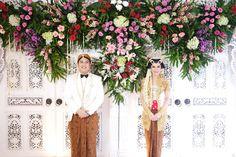 The Traditional Wedding of Founder Wedding Hijab, Wedding Poses, Wedding Ideas, Wedding Dresses, Javanese Wedding, Indonesian Wedding, Wedding Things, Dream Wedding, Traditional Wedding