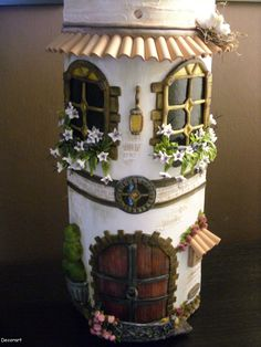 MANUALIDADES Y ARTESANIAS ELIZABETH                                                                                                                                                                                 Más Clay Houses, Ceramic Houses, Miniature Houses, Tile Crafts, Clay Crafts, Diy And Crafts, Smurf House, Decoupage, Bottle House