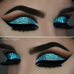 Dale un toque diferente a tus ojos con glitter #Eyes #Glitter #Blue #Makeup #Ojos