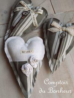 Coeurs en toile à matelas, chanvre et clefs anciennes