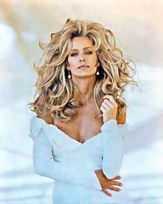 Farrah Fawcett, she was so beautiful and I love her hair here. Of course, I always did love her hair Farrah Fawcett, Corpus Christi, Beautiful People, Beautiful Women, Beautiful Person, Beautiful Celebrities, Beauty And Fashion, Hollywood, Great Hair