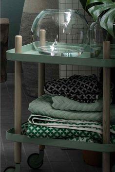 Malý ručník: Malý ručník z žakárově tkaného bavlněného froté. Na jedné z kratších stran poutko.