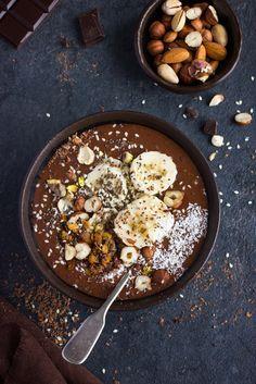 Banana vegan smoothie bowl