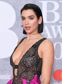 Dua Lipa (gorgeous English Pop singer) attends The BRIT Awards 2019 held at the Arena on February 2019 in London, England. Christina Aguilera, Hair Evolution, Nelly Furtado, Short Hair Styles Easy, Influencer, Rich Girl, Vogue, Female Singers, Beautiful Celebrities