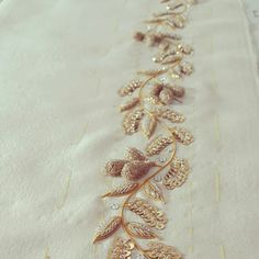 Goldwork Zardozi Embroidery, Hand Embroidery Dress, Tambour Embroidery, Bead Embroidery Patterns, Embroidery Suits Design, Embroidery On Clothes, Flower Embroidery Designs, Embroidery Fashion, Cotton Saree Blouse Designs