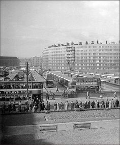 Viewed from the railway embankment towards Quarry Hill flats. Yorkshire City, West Yorkshire, Old Pictures, Old Photos, Welcome To Yorkshire, Brutalist Buildings, Leeds City, Haunting Photos, Bus Station