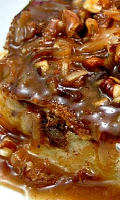 New Orleans Style Bread Pudding drizzled with a delicious Coconut Praline Sauce. This dessert combines two of New Orleans most beloved desserts-bread pudding and pralines. Bread pudding was traditi. Köstliche Desserts, Delicious Desserts, Dessert Recipes, Yummy Food, Cinnamon Desserts, Health Desserts, Cajun Desserts, Cinnamon Bread, Bread Recipes