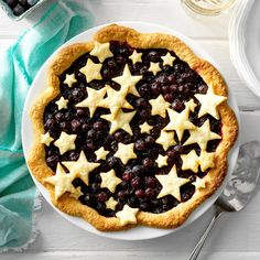 There are some who scoff at creating a pie for dessert with puff pastry. Blueberry pie is just one of my favourite desserts. Whenever your easy blueberry pie is completed, it has to rest until it's about room temperature. 13 Desserts, Dessert Recipes, Party Recipes, Patriotic Desserts, Potluck Recipes, Summer Desserts, Fruit Recipes, Recipies, Blueberry Pie Recipes