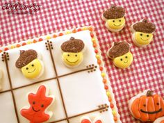 Fall Tic Tac Toe Cookie Board and Pieces by Melissa Joy Cookies Mini Cookie Cutters, Mini Cookies, Fall Cookies, Sugar Cookies, Bord Games, Game Night Snacks, Tic Tac Toe Board, Frosting Colors, Thanksgiving Cookies