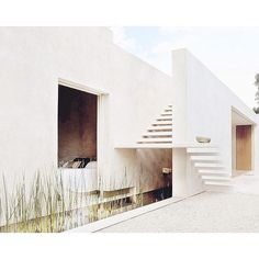 Perfectly Executed Minimal Detailing Sac Chich Hacienda by Reyes Rios & Larrain Arquitectos . Porches, Stair Detail, Exterior Design, Home Remodeling, Beach House, Minimalism, Architecture, Grey, Building