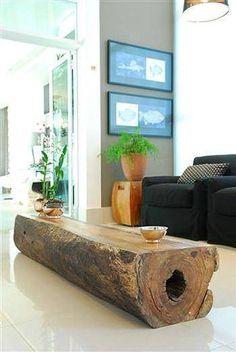 Une immense table basse coupée dans un tronc ! pas facile à déplacer !
