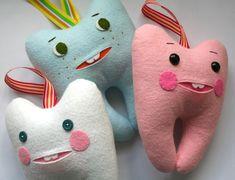 Muñeco de fieltro con forma de diente