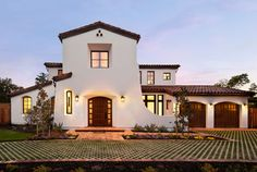 Spanish architecture and interior design in Spanish style are strikingly beautiful and unique. Therefore, old and modern house design in Spanish style have several very attractive features. Mission Style Homes, Mission House, Spanish Style Homes, Spanish House, Spanish Colonial, Spanish Revival, Modern Mediterranean Homes, Mediterranean Architecture, Tuscan Homes