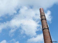 Sendemast für dem Mobilfunk in Form eines alten Fabrikschornstein in Bielefeld-Schildesche in Ostwestfalen-Lippe