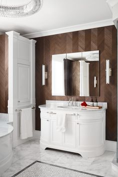 In this high design bath, marble details offer endless luxury, while a dark, warm wallpaper from Maya Romanoff in a herringbone veneer pattern contrasts with the coolness of the marble. White Interior Design, Brown Interior, Interior Styling, Ideal Bathrooms, Contemporary Bathroom Designs, Higher Design, Bathroom Styling, Bath Design, Home Decor Items