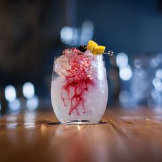 to make a bramble use classic london dry style gin, freshly squeezed lemon juice, sugar syrup sugar to 1 water), crème de mûre liqueur and garnish with blackberry Gin Lemon, Fresh Lemon Juice, Bramble Cocktail, Growing Blackberries, Most Popular Drinks, Cherry Brandy, Fancy Drinks, French Restaurants