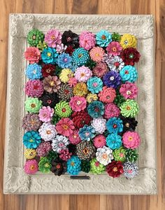 16 Stunning DIY Rustic Wall Art Projects Your Home Decor Needs Diy Crafts For Home diy art craft projects for home Pine Cone Art, Pine Cone Crafts, Pine Cones, Diy Home Crafts, Easy Crafts, Felt Crafts, Paper Crafts, Art Mural Rustique, Succulent Frame