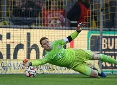Manuel Neuer faz 30 anos: relembre grandes defesas do goleiro